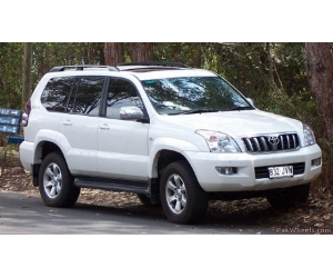 Автомобиль Toyota Land Cruiser Prado 2010