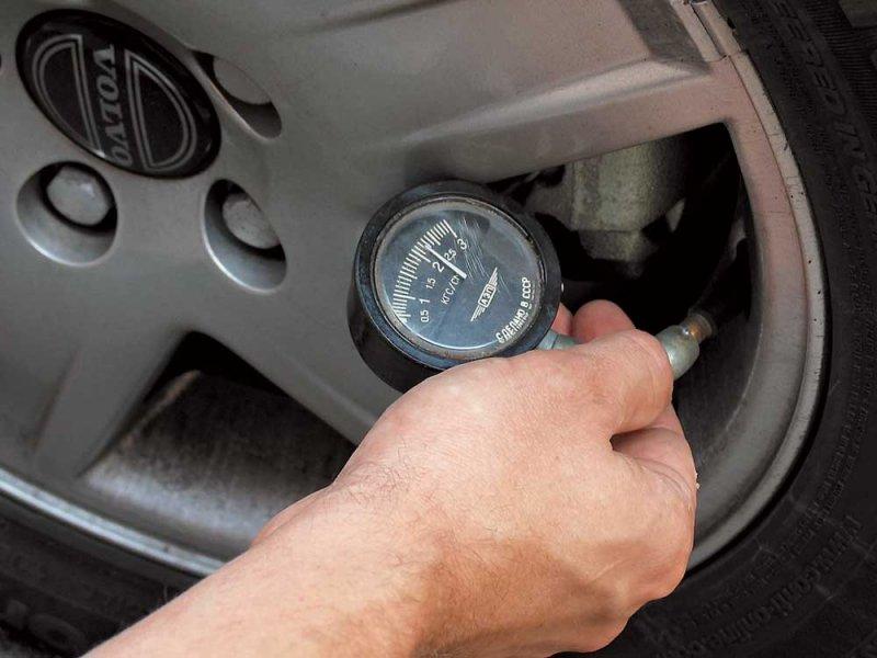 Какое давление в колесах автомобиля? Опасность высокого давления