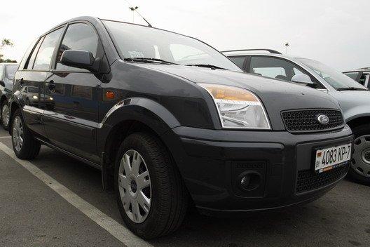 Новый автомобиль Ford Fusion я купила в 2009 году.  Двигатель 1.4, механическая коробка передач.